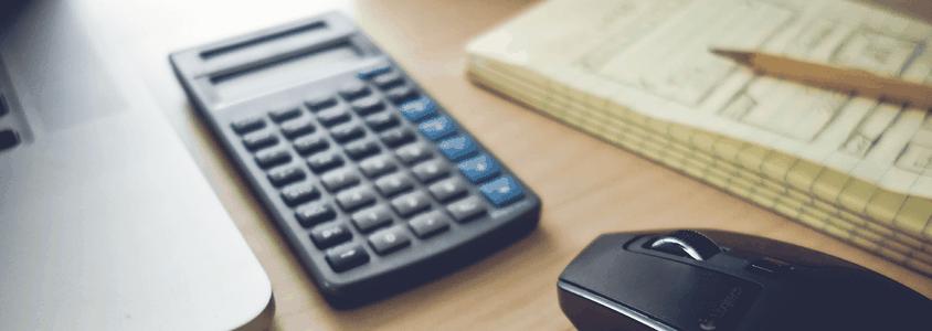Masterabsolvent kalkuliert Gehalt